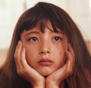 エリーローズが整形か画像比較|注目は「目」「鼻」「エラ」「フェイスライン」